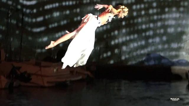 La ballerina vola sul mare, uno show mai visto incanta Giovinazzo