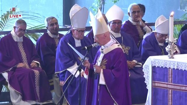 """Genova, cardinal Bagnasco: """"Squarcio nel cuore della città, ma non ci arrendiamo"""""""