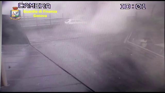 Genova, il crollo del ponte Morandi ripreso dalle telecamere di sicurezza