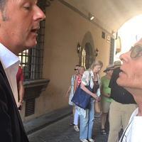 """Renzi lavora al docufilm, siparietto col turista: """"Dottore, la voglio forte"""""""