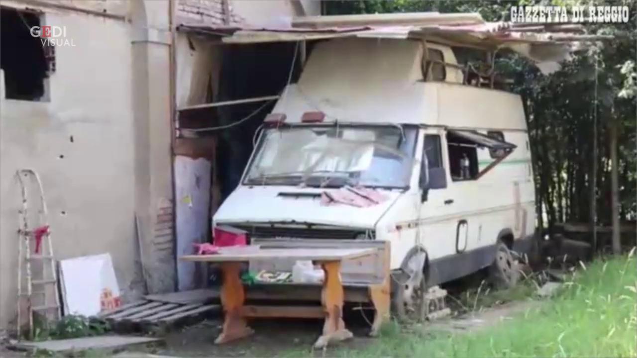 Dopo il sisma senza lavoro n casa vive in un camper da - Pulizia casa dopo lavori ...