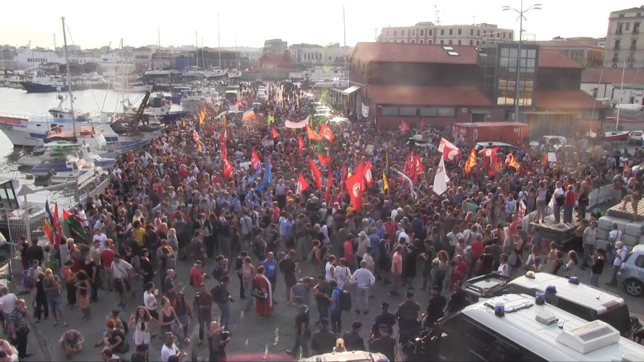 Catania manifestazione per i migranti della diciotti for Repubblica politica