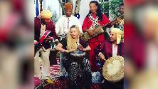 Marocco, Madonna e i sessant'anni alternativi: la regina del pop suona il bongo