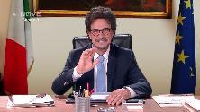 """Crozza diventa Toninelli: """"Stiamo cercando nuove mangiatoie"""""""
