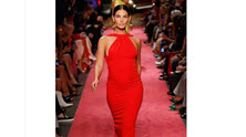 New York Fashion Week, Lily Aldridge in passerella con il pancione