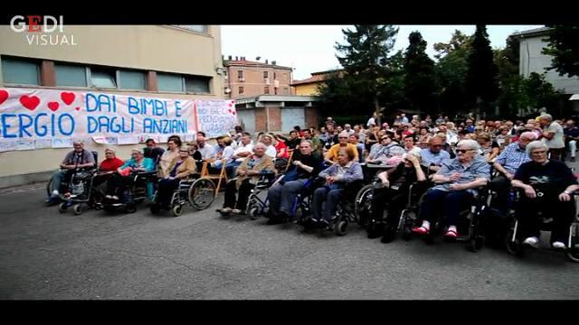 Folla commossa per il funerale di don Sergio Mantovani