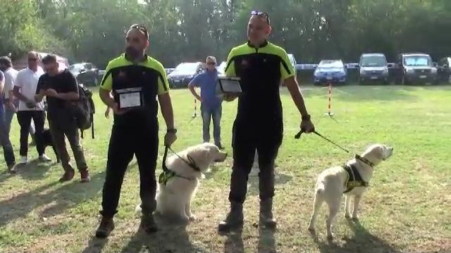Il raduno dei Rottweiler premia i cani pompieri