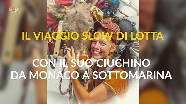 """Il viaggio """"slow"""" di Lotta con il suo ciuchino, da Monaco a Sottomarina"""