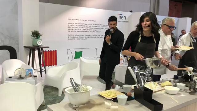 Torino, Salone del gusto: Appendino batte presidente Iren con gli gnocchi alla bava
