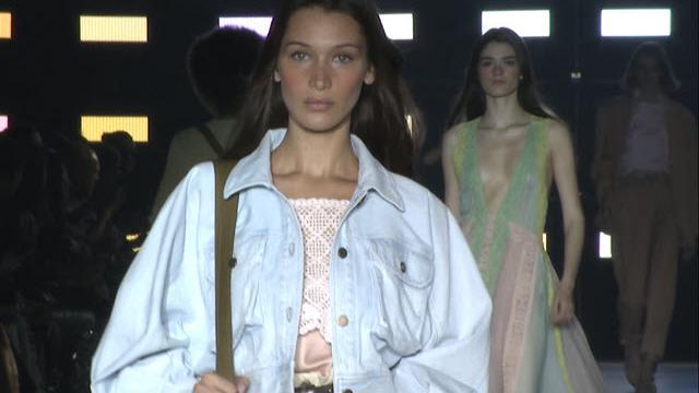 Milano Moda Donna, la sfilata primavera-estate 2019 di Alberta Ferretti