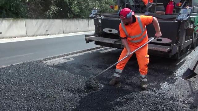 """Roma, sull'Ardeatina il test dell'asfalto con grafene. """"Fino al 250% di resistenza in più"""""""