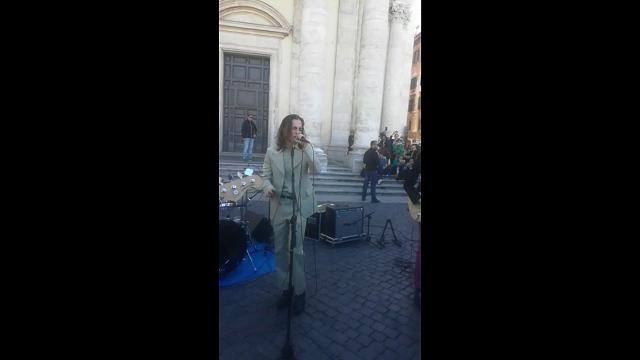 Roma, il live a sorpresa dei Maneskin in piazza del Popolo: ecco il nuovo singolo