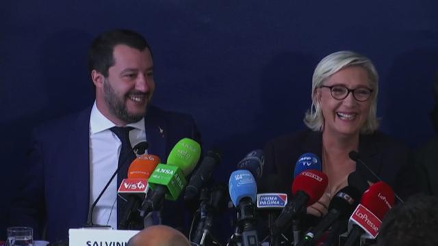 """Incontro Saviano-Macron, Salvini: """"Spero non facciano selfie svestiti"""". E Le Pen ride"""