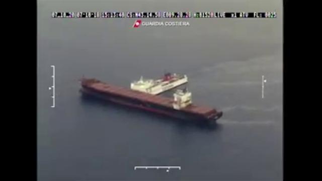 Corsica, scontro fra due navi: le immagini dall'alto del carburante finito in mare