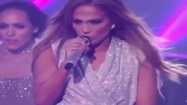 AMA 2018, Jennifer Lopez canta in anteprima il nuovo singolo. E conquista tutti