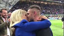 """Inter-Milan, Icardi bacia Wanda Nara. E lei si commuove: """"Sei il numero 1"""""""