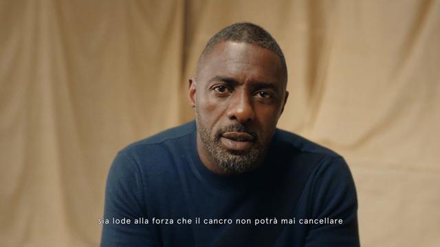 Stella McCartney e Idris Elba regalano 1000 reggiseni speciali alle donne operate di mastectomia