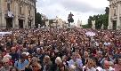 Romadicebasta, manifestazione contro il degrado in Campidoglio: le immagini della piazza piena