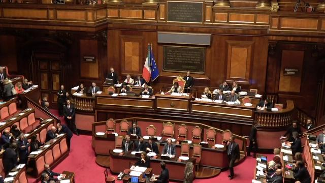 Dl Sicurezza, il governo pone la fiducia al Senato e scatta la protesta dell'opposizione