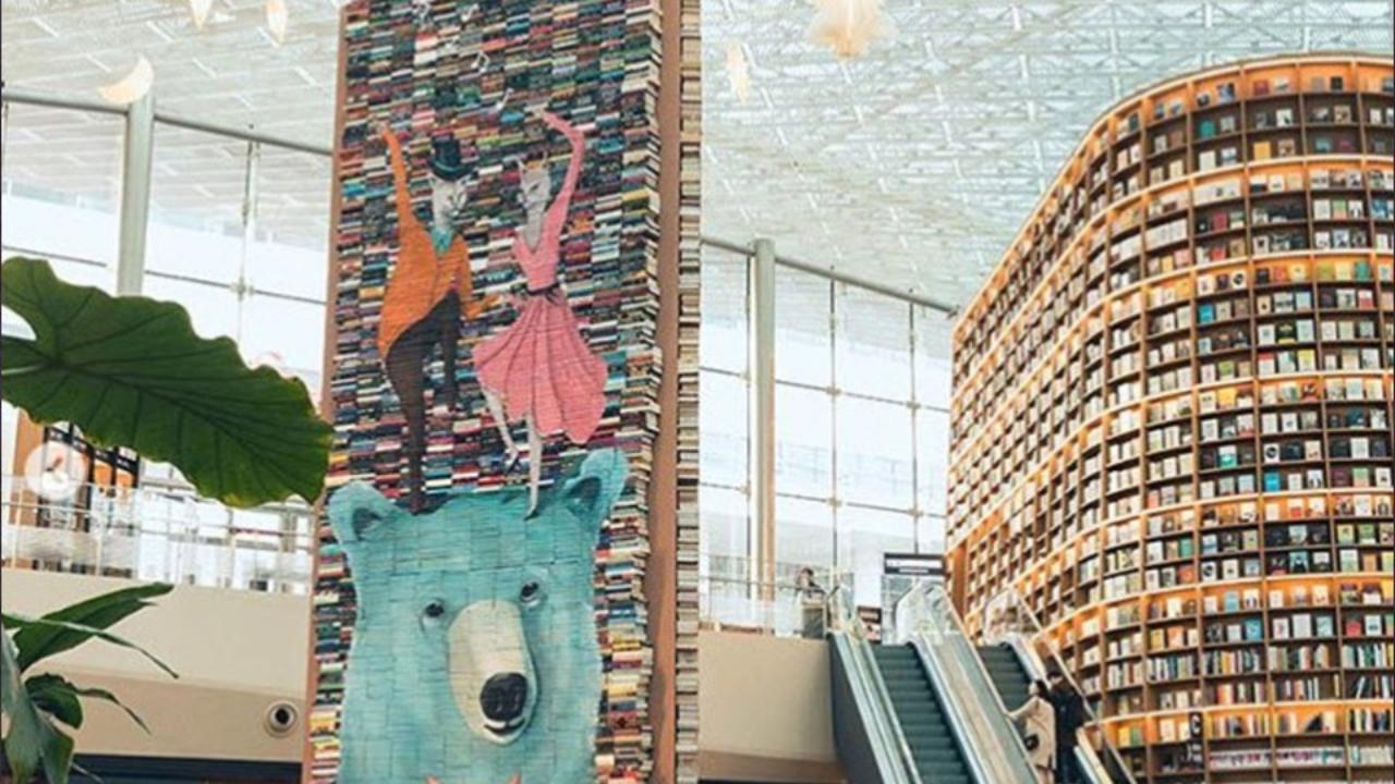 Corea del sud nellenorme libreria di seul gli addobbi di natale