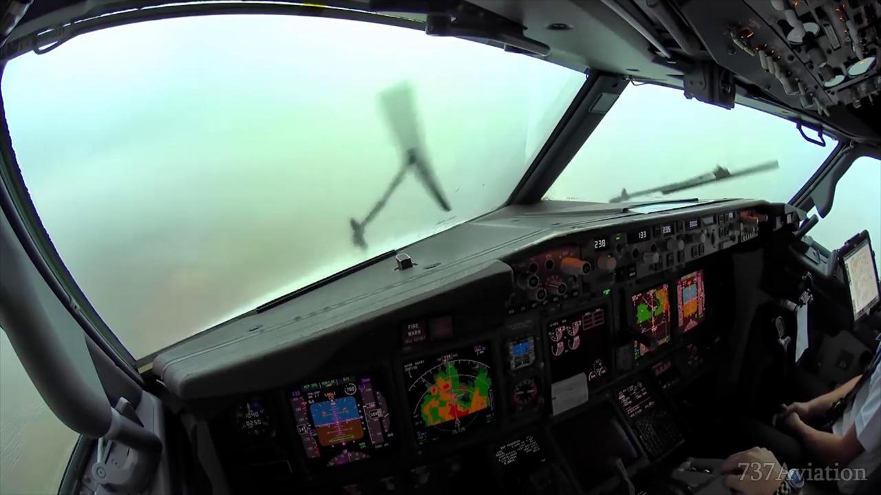 Spagna atterraggio durante una tempesta le immagini all for All interno di una cabina