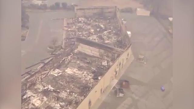 Incendi in California, la distruzione vista dal drone: interi palazzi ridotti in cenere