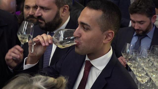 Milano, Di Maio al festival del vino: la 'veritas' sull'incontro Salvini-Berlusconi