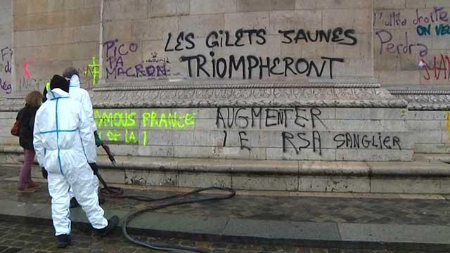 Gilet gialli: Macron, via tassa per 2019 - Clima