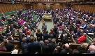 Brexit, parlamentare ruba la mazza cerimoniale per fermare il voto. Insorge la Camera