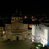 Prato, il fascino delle luminarie viste dal basso e dall'alto