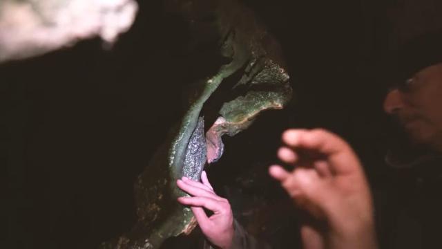 Le Grotte di Castellana per tutti: i sordo-ciechi le visitano con il tatto