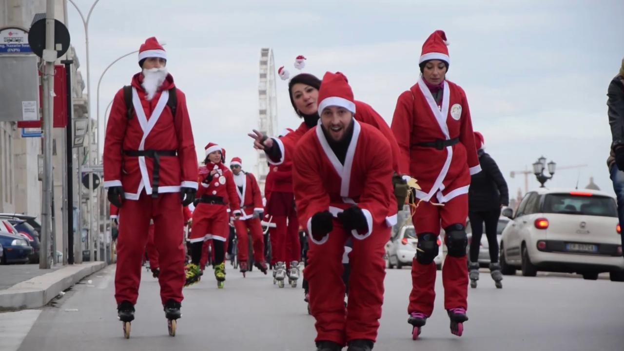 Babbo Natale In Bicicletta.Bari In Bici O Sui Roller La Marcia Ecologica Dei Babbo Natale