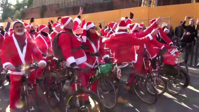 Pedalata dei Babbi Natale, dal Colosseo a Trastevere per portare un sorriso ai bambini malati