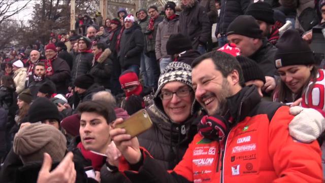 Salvini alla festa della curva del Milan: