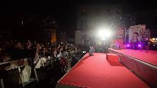 Alessandro Amoroso, show in piazza a Bari vecchia per centiniaia di fan
