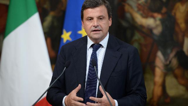 """Pd, Calenda: """"D'Alema e Bersani si godano la pensione. Zingaretti si sta muovendo malissimo"""""""