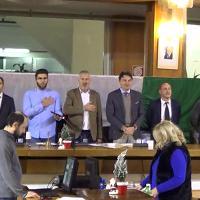 Massa, la prima volta dell'inno di Mameli all'inizio del consiglio comunale