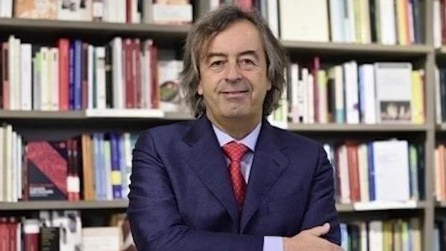 """Vaccini, Grillo firma con Renzi il patto pro-vax. Burioni: """"Vittoria della scienza"""""""