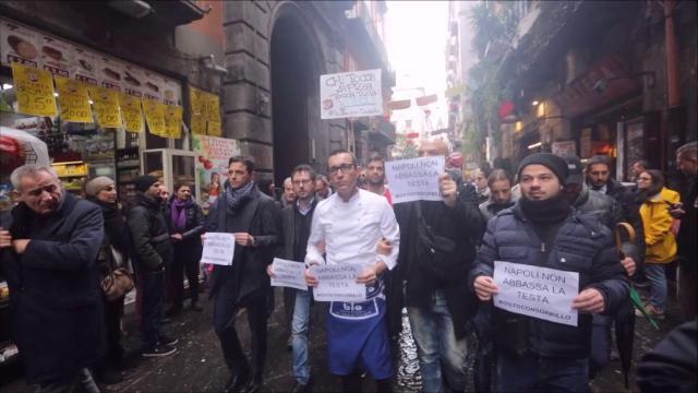 Napoli: Sorbillo, corteo e musica in via Tribunali per la riapertura