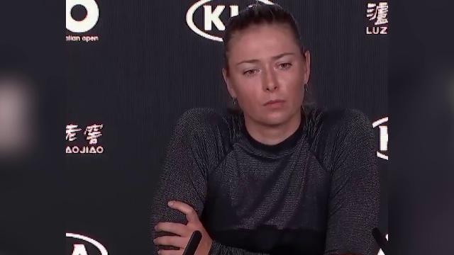 Sharapova, risposta stizzita al giornalista dopo i fischi per il toilet break troppo lungo