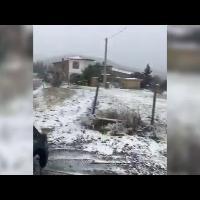 Fiocchi di neve sulle colline di Castellina Marittima