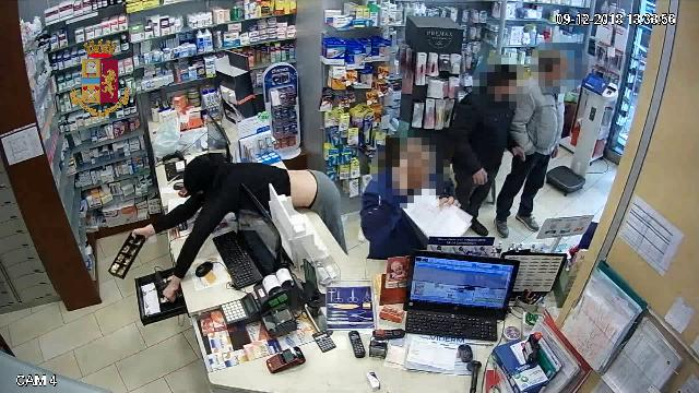 Palermo, la baby gang che terrorizzava i negozianti. Ecco le immagini delle rapine