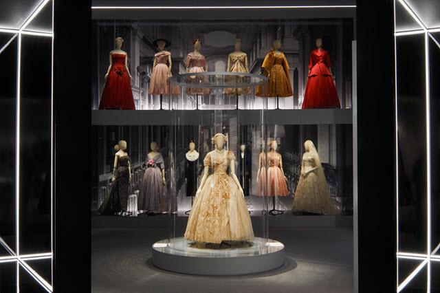 """""""Designer of Dreams"""", al V&A di Londra una mostra dedicata a Dior: lo """"stilista dei sogni"""""""