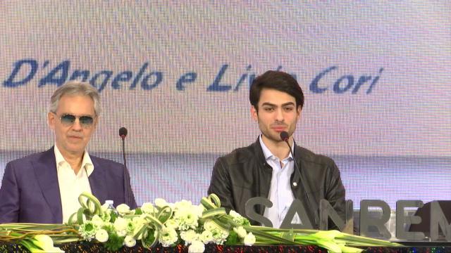 """Sanremo, Andrea Bocelli e il figlio Matteo: """"A scuola prendeva una nota dopo l'altra"""". """"Lui un padre esigente"""""""