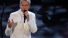 Sanremo 2019, Baglioni in bianco per la finale: e i social si scatenano