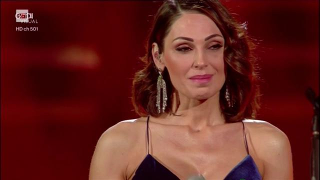 Calendario Tatangelo.Sanremo 2019 Le Lacrime Di Anna Tatangelo La Cantante Si