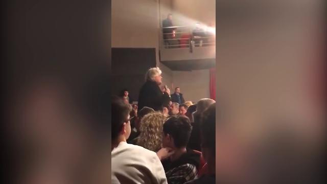 Bologna, la replica di Grillo ai No Vax che lo contestano: ''Non sono il capo di un partito politico''