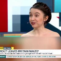 Gb, la protesta in tv dell'economista: a seno nudo contro la Brexit