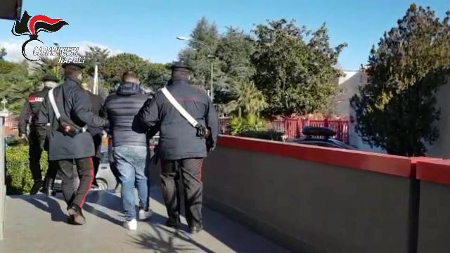 Camorra: estorsioni a Nord di Napoli, 7 misure cautelari