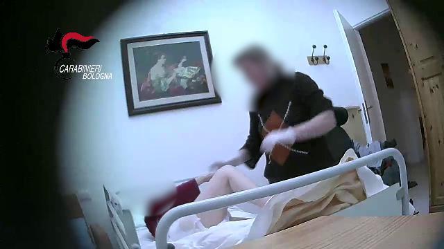 Bologna, anziani picchiati e violentati in casa di cura: il video-shock dei carabinieri